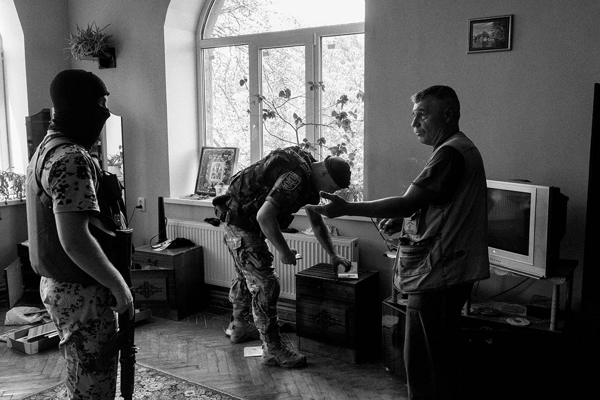 SLAVYANSK, UKRAINE - AUGUST 08: Figthers from the Kiev One batallion, a pro-Ukrainian paramilitary volunteer battallion, search a house during a operation against pro-russians partisans on August 08, 2014 in the village of Slavyansk. Pro-Russian separatists in the Donetsk and Luhansk regions declared independence from Kiev and proclaimed their own people's republics after Russia annexed the Crimean peninsula from Ukraine in March. More than 2,000 civilians and combatants have been killed since mid-April, when Ukraine's government sent troops to put down the rebel uprising. Ukraine accuses Russia of arming the rebels and sending Russian soldiers into eastern Ukraine - a claim denied by the Kremlin.