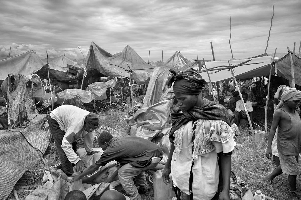 KIWANYA, DEMOCRATIC REPUBLIC OF CONGO, NOVEMBER 2008: Refugees in Kiwanya refugee camp looks for safety near the MONUC camp.