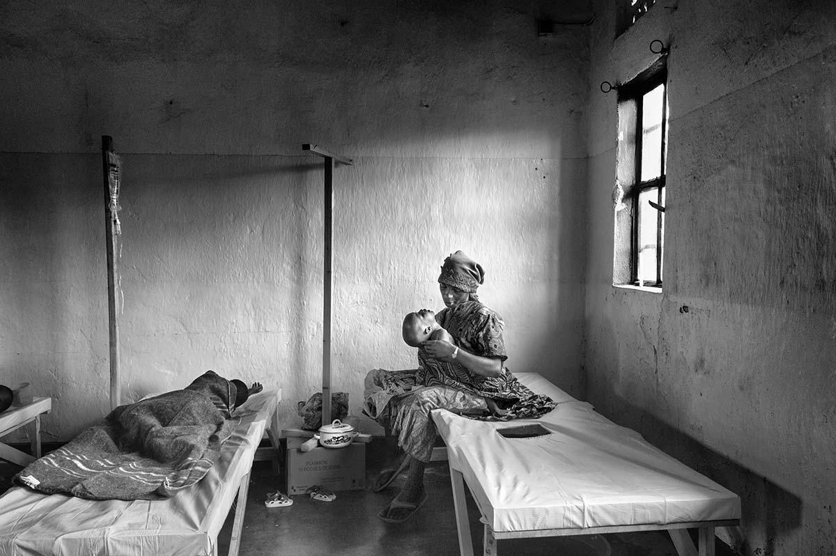 KIBATI, DEMOCRATIC REPUBLIC OF CONGO, NOVEMBER 2008: Cholera victims in a hospital in Goma