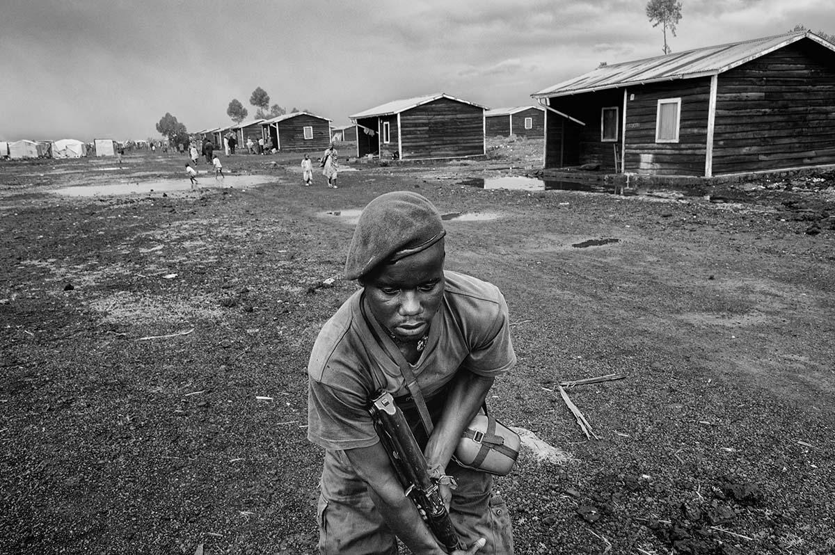 KIBATI, DEMOCRATIC REPUBLIC OF CONGO, NOVEMBER 2008: FRDC (Congolese Army) soldiers on the frontline in Kibati.