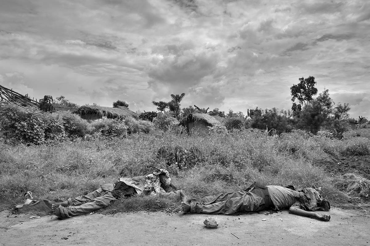 KIWANJA, DEMOCRATIC REPUBLIC OF CONGO, NOVEMBER 2008: The bodies of executed civilians.