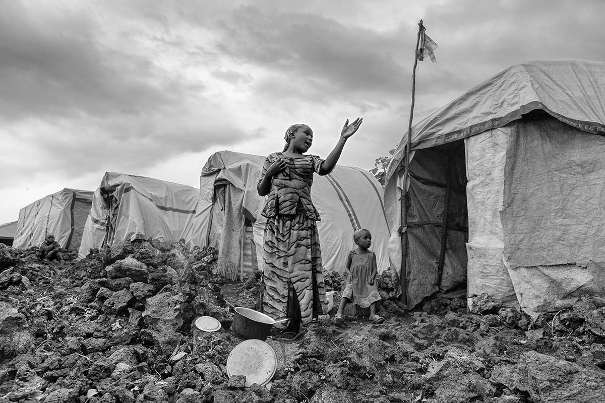 KIBATI, DEMOCRATIC REPUBLIC OF CONGO, NOVEMBER 2008: Refugees in Kibati refugee camp.