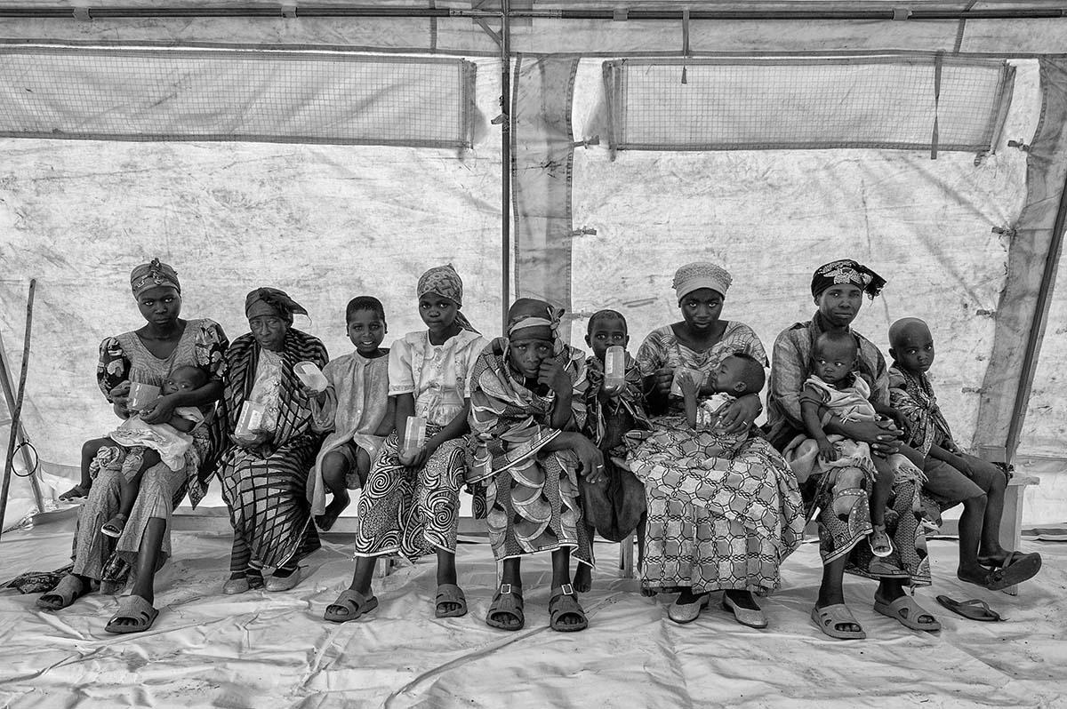 KIBATI, DEMOCRATIC REPUBLIC OF CONGO, NOVEMBER 2008: Cholera victims in the field hospital set up in Kibati refugee camp.