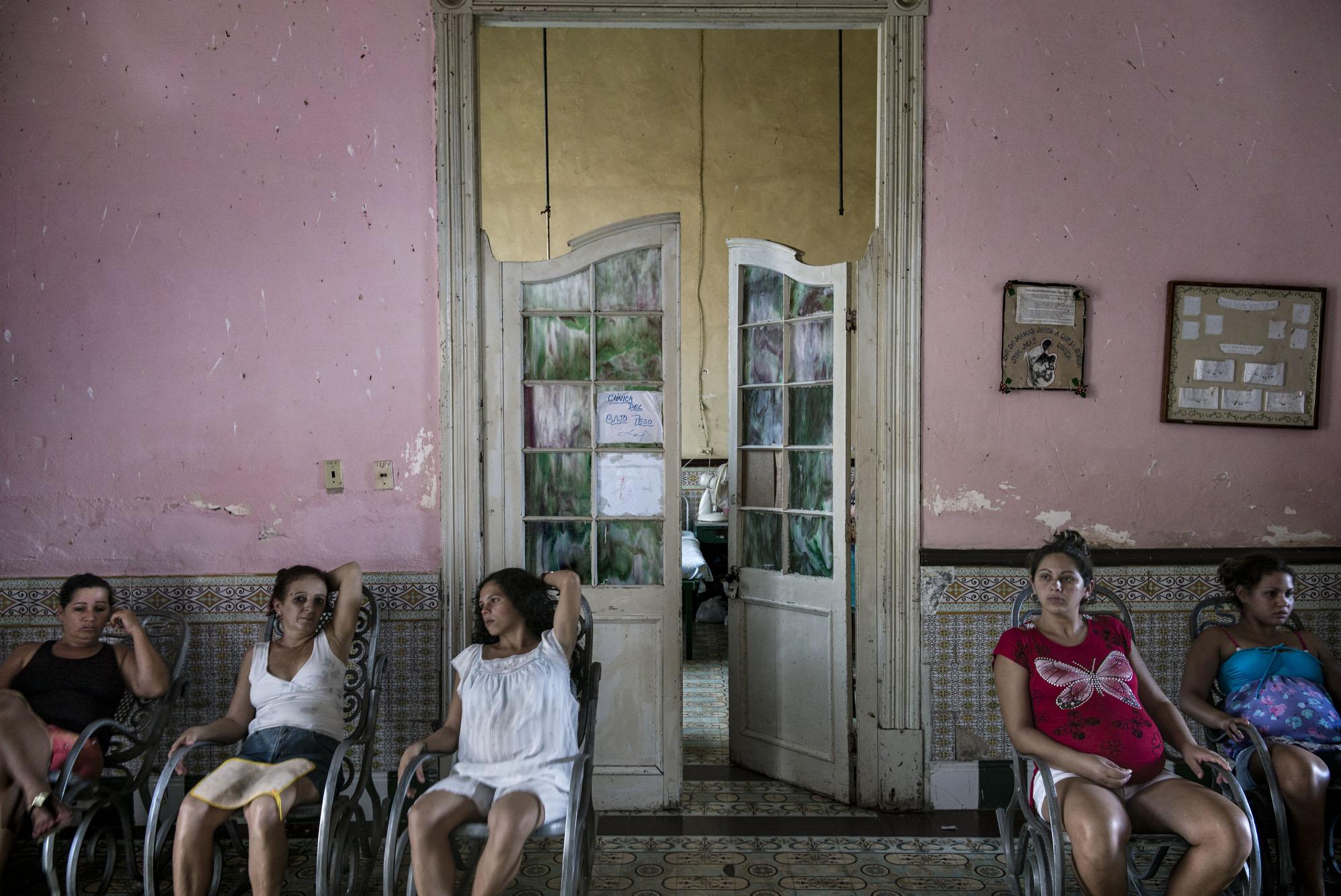 Teen girls in Las Tunas